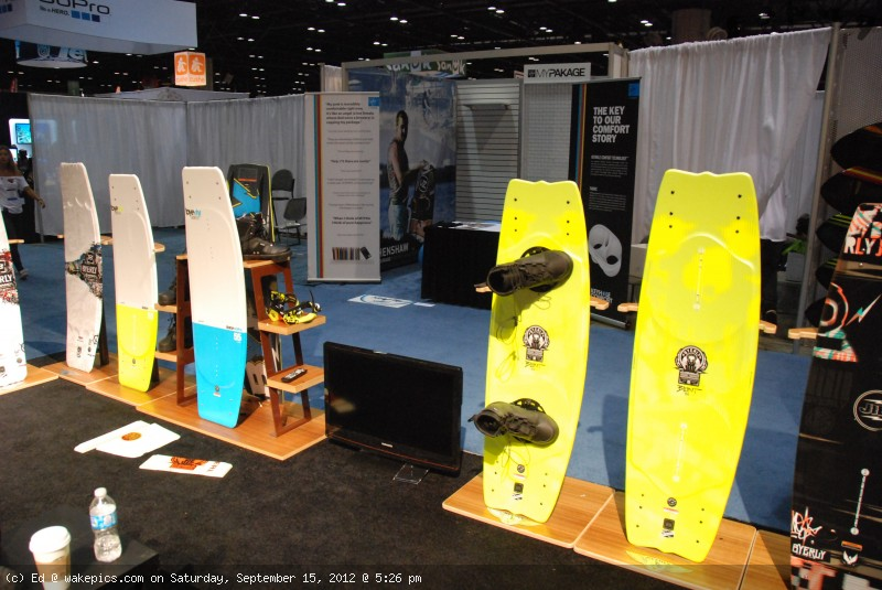 2013_byerly_wakeboards-wakeboarding-wakeskating-photos.jpg
