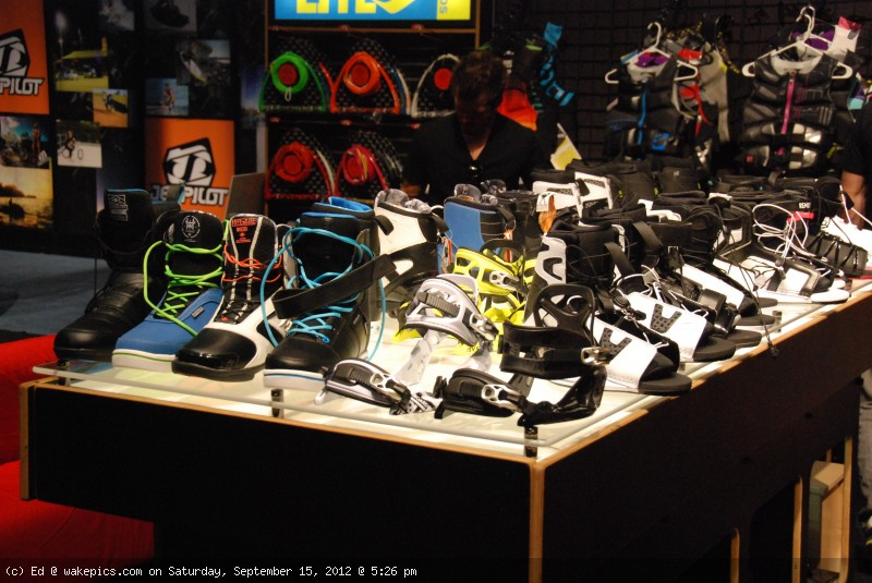 2013_hyperlite_bindings-wakeboarding-wakeskating-photos.jpg