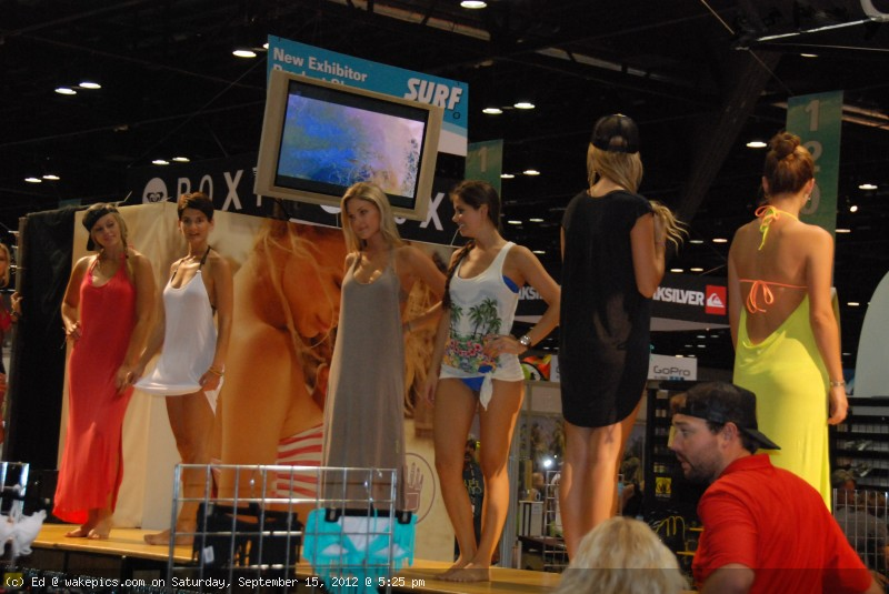 2013_surf_expo_bikini_girls-wakeboarding-wakeskating-photos.jpg