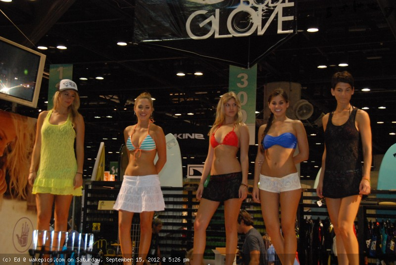 2013_surf_expo_bikini_girls_4-wakeboarding-wakeskating-photos.jpg