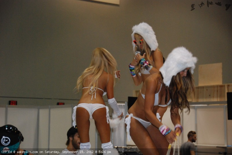 2013_surf_expo_bikini_girls_6-wakeboarding-wakeskating-photos.jpg