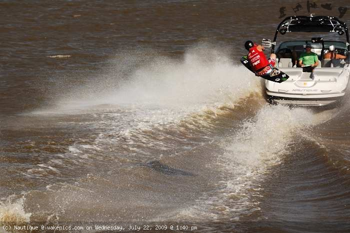bob-soven_1511-wakeboarding-wakeskating-photos.jpg