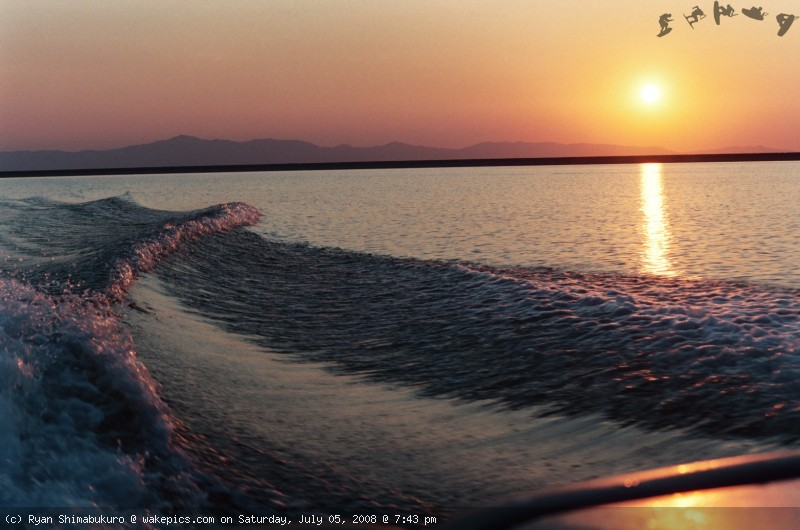 enzo-24-sunset-cruise-wakeboarding-wakeskating-photos.jpg