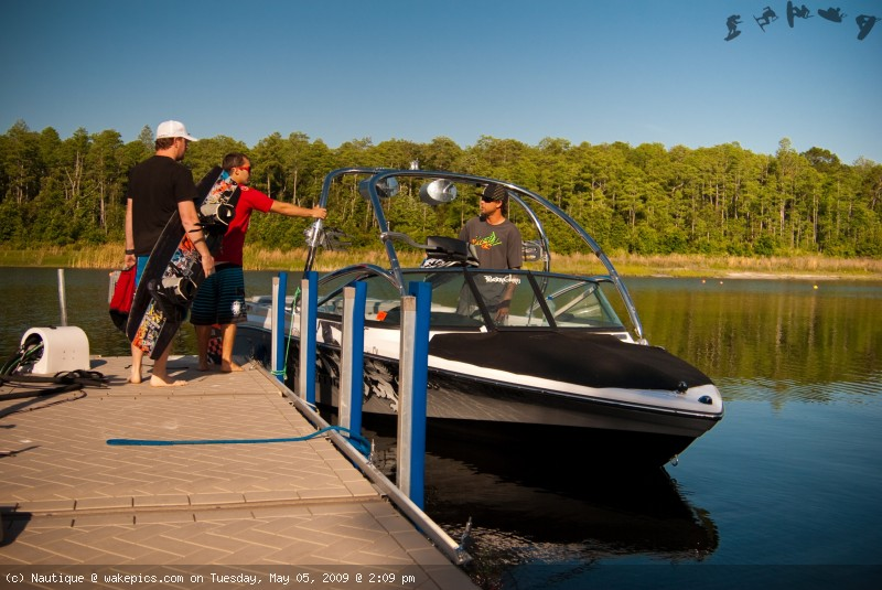 loading-up-nautique-wakeboarding-wakeskating-photos.jpg